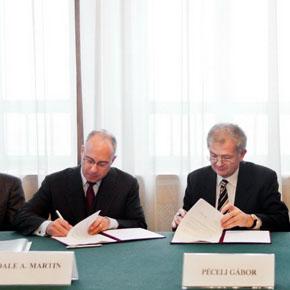 Szerződés a Siemensszel!