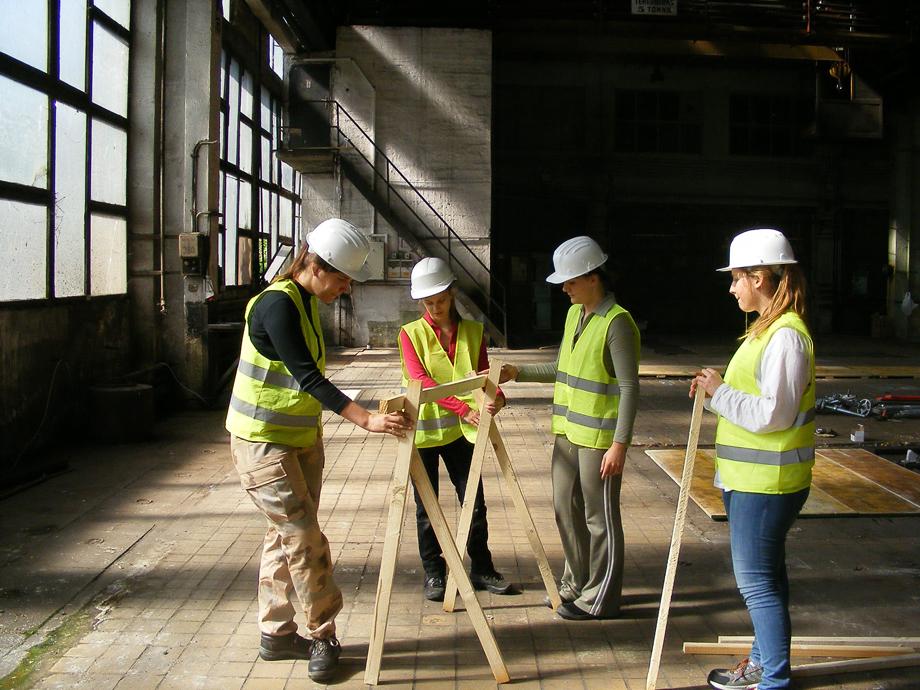 DSCF1006 La construcción ha empezado
